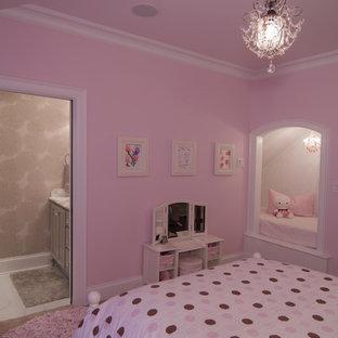 Свежая идея для дизайна: детская среднего размера в классическом стиле с спальным местом, розовыми стенами и ковровым покрытием для ребенка от 4 до 10 лет, девочки - отличное фото интерьера