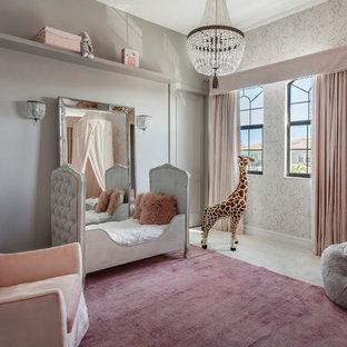 マイアミのトランジショナルスタイルのおしゃれな子供部屋 (グレーの壁) の写真