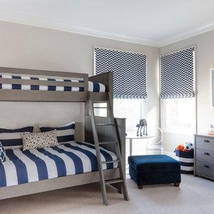 Immagine di una cameretta per bambini da 4 a 10 anni classica con pareti grigie e pavimento beige