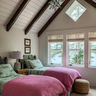 Immagine di una cameretta per bambini stile marinaro con moquette, pareti grigie e pavimento beige