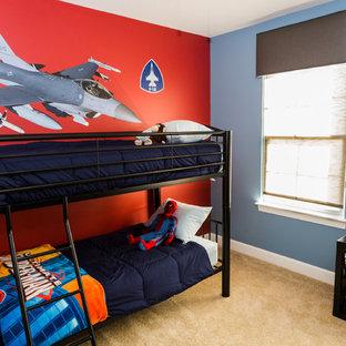 Idéer för ett litet modernt pojkrum kombinerat med sovrum och för 4-10-åringar, med röda väggar och heltäckningsmatta