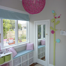 Contemporary Kids Small girl's bedroom