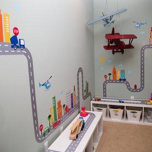 Diseño de dormitorio infantil de 1 a 3 años, minimalista, de tamaño medio, con paredes grises y moqueta