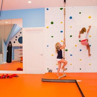 Cette image montre une chambre d'enfant de 4 à 10 ans design de taille moyenne avec un mur bleu et un sol orange.