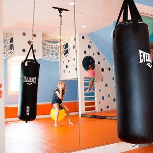 Свежая идея для дизайна: нейтральная детская с игровой среднего размера в современном стиле с синими стенами и оранжевым полом для ребенка от 4 до 10 лет - отличное фото интерьера