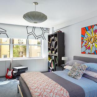 Mittelgroßes Stilmix Jugendzimmer mit blauer Wandfarbe, Teppichboden, Schlafplatz und blauem Boden in New York
