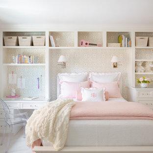 Diseño de dormitorio infantil de 4 a 10 años, clásico renovado, con paredes multicolor, moqueta y suelo beige
