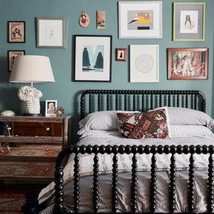 Ispirazione per una cameretta per bambini da 4 a 10 anni vittoriana con pareti blu