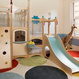 Neutrales Stilmix Kinderzimmer mit Spielecke in Boston
