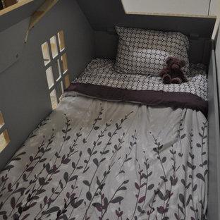 Ispirazione per una cameretta per bambini da 4 a 10 anni stile americano di medie dimensioni con pareti bianche