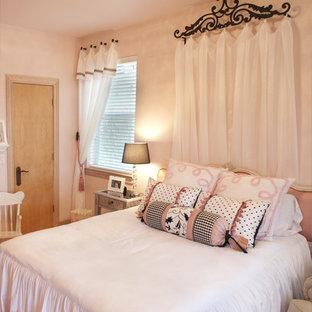 Свежая идея для дизайна: детская среднего размера в классическом стиле с спальным местом, розовыми стенами и светлым паркетным полом для ребенка от 4 до 10 лет, девочки - отличное фото интерьера