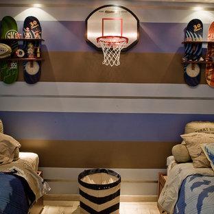 Foto de dormitorio juvenil rústico, de tamaño medio, con paredes marrones, suelo de baldosas de cerámica y suelo beige