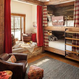 Idee per una cameretta per bambini stile rurale con pareti beige