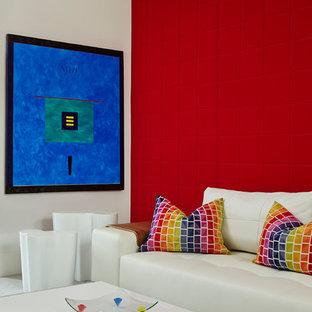 Неиссякаемый источник вдохновения для домашнего уюта: нейтральная детская с игровой среднего размера в современном стиле с разноцветными стенами