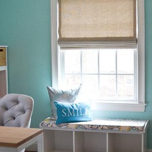 Foto de dormitorio infantil de 4 a 10 años, tradicional, de tamaño medio, con paredes azules y suelo de madera oscura