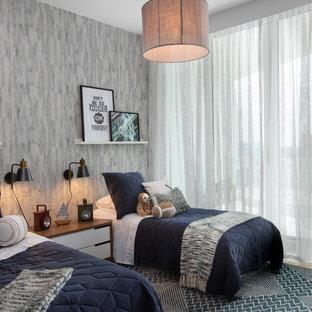 Modernes Kinderzimmer mit Schlafplatz, grauer Wandfarbe, Teppichboden und blauem Boden in Miami
