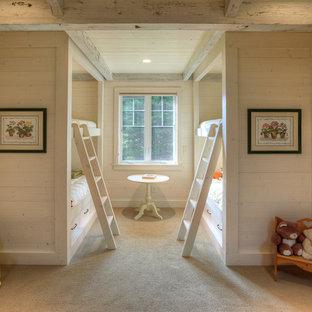 Idée de décoration pour une chambre d'enfant de 1 à 3 ans tradition avec un mur beige et moquette.