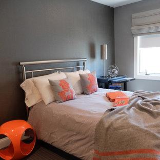 Inspiration för mellanstora industriella pojkrum kombinerat med sovrum och för 4-10-åringar, med grå väggar, heltäckningsmatta och grått golv