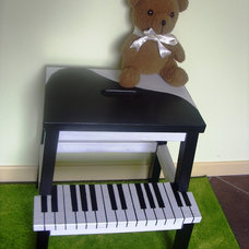 Eclectic Kids Teddy and the piano