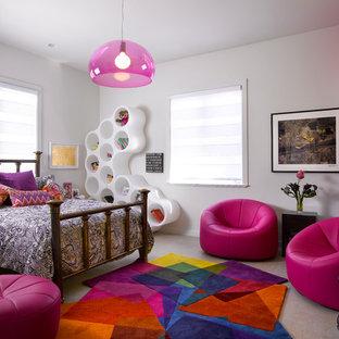Foto de dormitorio infantil actual con paredes blancas y moqueta
