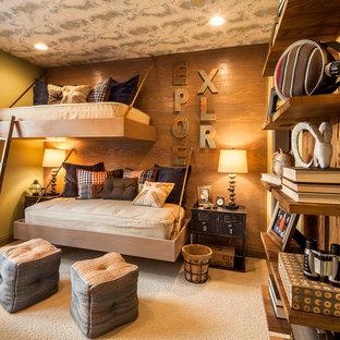 Ejemplo de dormitorio infantil rústico con paredes verdes y moqueta
