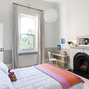 Photo of a transitional kids' bedroom in Melbourne with grey walls, light hardwood floors and beige floor.