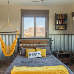 Idee per una cameretta per bambini industriale con pareti beige e moquette