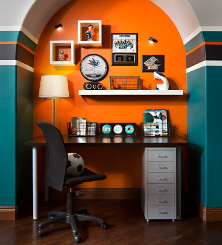 Chambre d 39 ado fille ou gar on avec un mur orange san diego photos et id es d co de chambres d for Chambre ado orange et gris