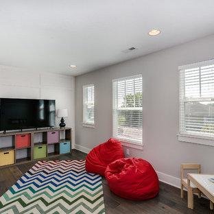 Idee per una cameretta per bambini da 4 a 10 anni stile americano di medie dimensioni con pareti bianche e parquet scuro