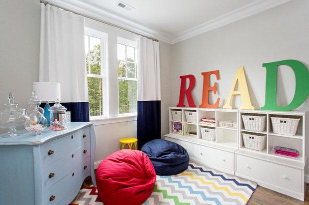 トランジショナル 子供部屋 by Perkinson Homes, Inc.