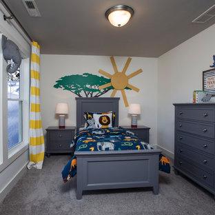 Idéer för ett mellanstort amerikanskt pojkrum kombinerat med sovrum och för 4-10-åringar, med grå väggar, heltäckningsmatta och grått golv