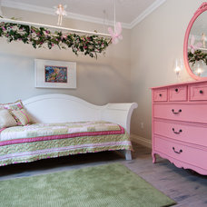 Traditional Kids by Decorating Den Interiors - Dianne Wallis