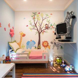 На фото: детские в современном стиле с спальным местом, паркетным полом среднего тона и разноцветными стенами для ребенка от 1 до 3 лет, девочки
