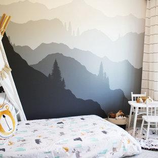 Стильный дизайн: детская в стиле рустика с спальным местом и разноцветными стенами для ребенка от 1 до 3 лет, мальчика - последний тренд