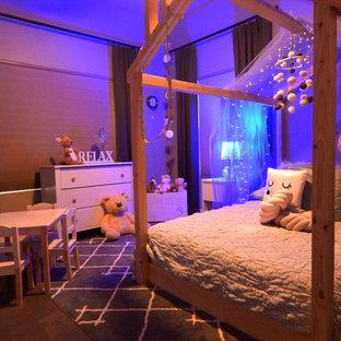 Idee per una cameretta per bambini da 4 a 10 anni scandinava di medie dimensioni con pareti verdi, pavimento in pietra calcarea e pavimento nero