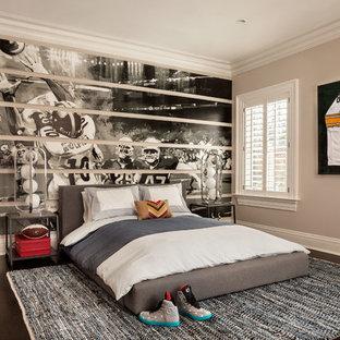 Idee per una cameretta per bambini chic di medie dimensioni con parquet scuro e pareti multicolore