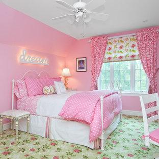 Exemple d'une chambre de fille chic avec moquette et un sol vert.