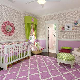 Mittelgroßes Klassisches Kinderzimmer mit Schlafplatz, lila Wandfarbe, Teppichboden und lila Boden in Atlanta