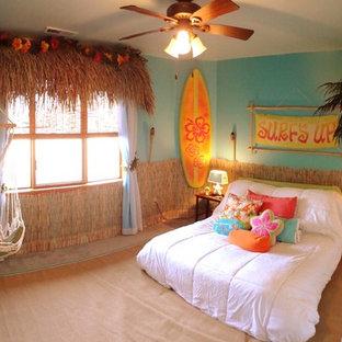 Ejemplo de dormitorio infantil exótico con moqueta y paredes azules