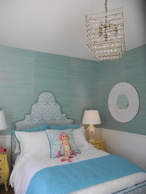 Inspiration for a timeless girl kids' room remodel in Los Angeles
