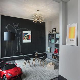 Inredning av ett klassiskt barnrum, med svarta väggar och grått golv