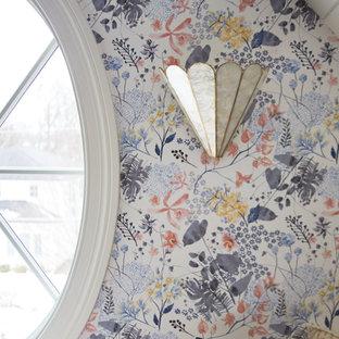 Foto de dormitorio juvenil machihembrado y papel pintado, bohemio, papel pintado, con escritorio, paredes multicolor, moqueta y papel pintado