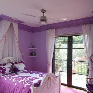 Cette image montre une chambre d'enfant bohème.
