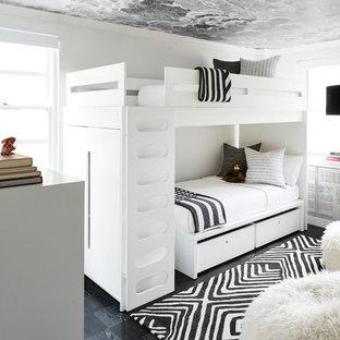Idéer för ett litet modernt könsneutralt tonårsrum, med vita väggar, mörkt trägolv och svart golv