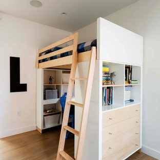 Inspiration for a modern kids' room remodel in New York