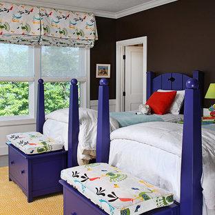 Foto de dormitorio infantil de 4 a 10 años, tradicional, de tamaño medio, con paredes negras, moqueta y suelo amarillo