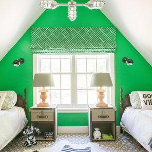 Cette photo montre une chambre d'enfant de 4 à 10 ans éclectique de taille moyenne avec un mur vert, moquette et un sol gris.