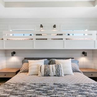 На фото: нейтральная детская среднего размера в морском стиле с спальным местом, белыми стенами, бежевым полом и стенами из вагонки для подростка с