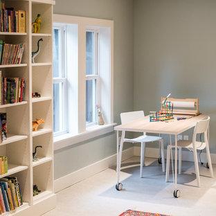 Immagine di una cameretta per bambini da 4 a 10 anni stile americano con pareti verdi e pavimento bianco