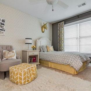 Ejemplo de dormitorio infantil tradicional renovado, de tamaño medio, con paredes grises y moqueta
